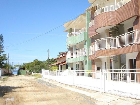 Zimbros Beach:                   Apartamentos completos com ar para 5 pessoas, lindos!!