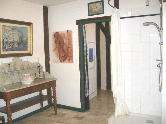 Iris des Marais: Salle de bain de la Chambre Jaune