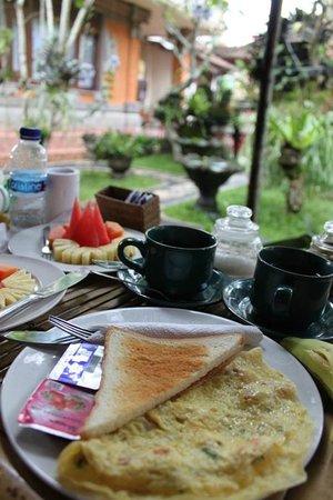Teba House Ubud Guest House:                   朝食付きです