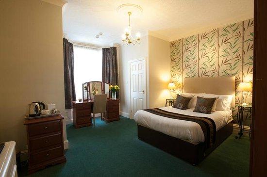 Carlton House: Double en-suite room.