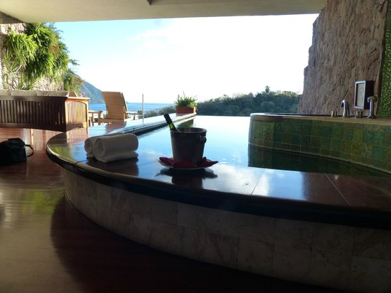Jade Mountain Resort:                   The room...the view