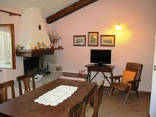 Agriturismo I Mandorli: The dining/living room
