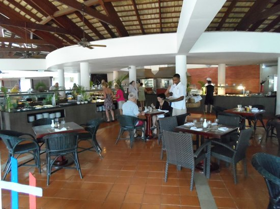 Catalonia Bavaro Beach, Casino & Golf Resort:                   Beach Area Dining