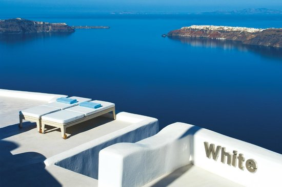 White Santorini Suites & SPA: Entrance