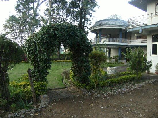 Giri Shingar Hotel:                   Garden 2