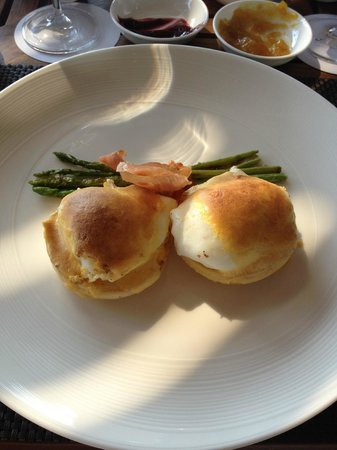 Vana Belle, A Luxury Collection Resort, Koh Samui: Oeuf Benedict for breakfast - GREAT choice