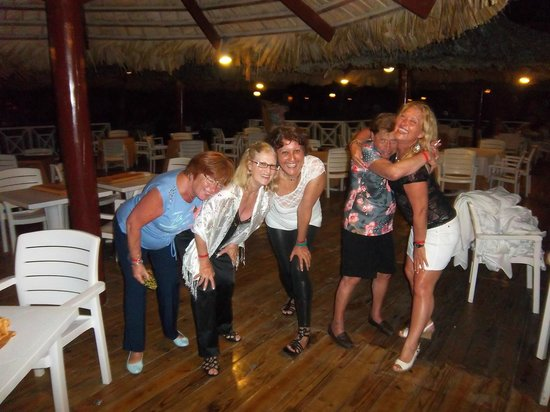 Punta Cana Princess All Suites Resort & Spa:                   Noche de despedida en el restoran junto a la playa