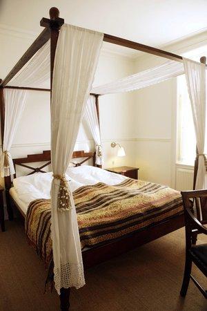 Carlton Guldsmeden - Guldsmeden Hotels: Four-poster bed