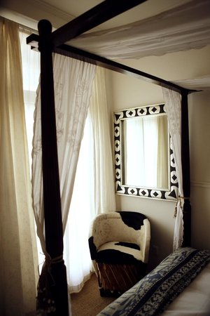 Carlton Guldsmeden - Guldsmeden Hotels: Hand-made Mexican mirror on the wall