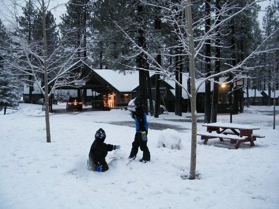 Big Bear Frontier Cabins:                   Kids playing outside