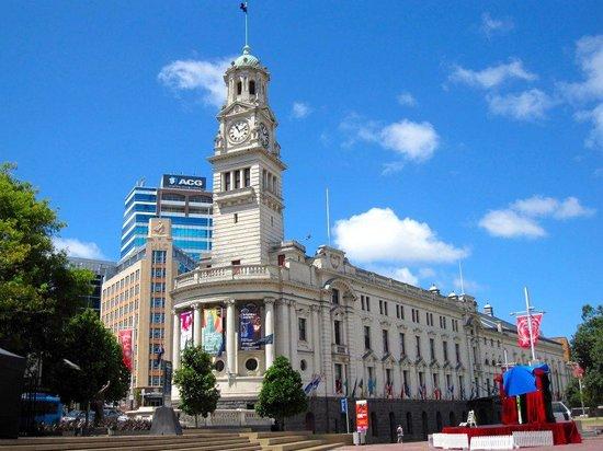 Queen Street:                   Town hall