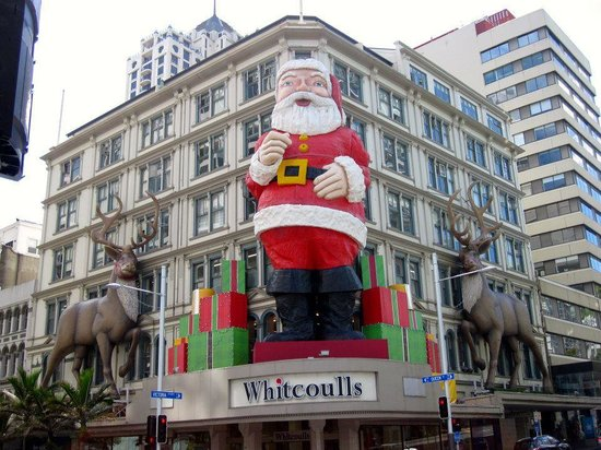 Queen Street:                   Xmas deco at Whitcoulls
