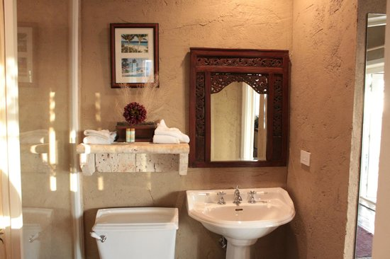 A Stone's Throw Away:                   Bathroom decor
