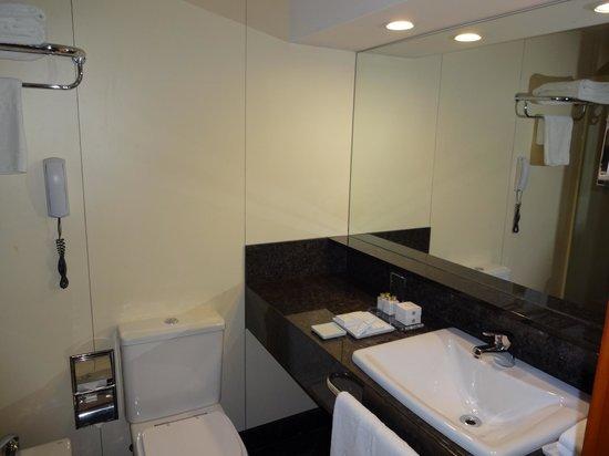 Hilton Rio de Janeiro Copacabana:                   Nice Bathroom
