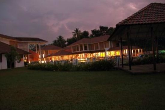 Edassery Kayal Resort: kayal resort....view in the evening