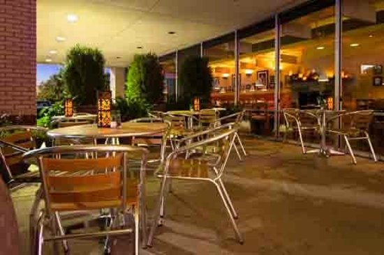 MoMo Italian Kitchen: Patio is covered and good almost all year round!