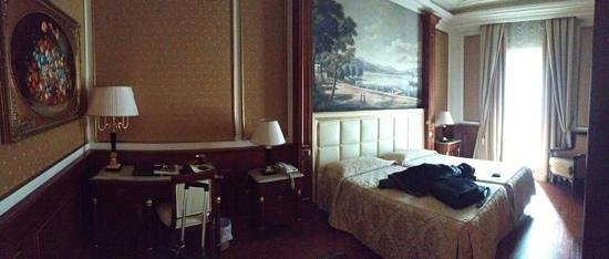 Hotel Splendid:                   room 404