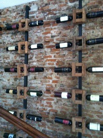Los Muelles Boutique Hotel:                                     Vino es arte!