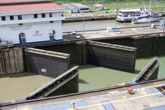 Panama-kanalen: Apertura de exclusas