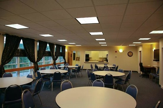 Newport City Inn & Suites: Conference Center with Full Kitchen