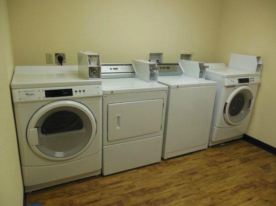 Baymont Inn & Suites Crystal City: Guest Laundry