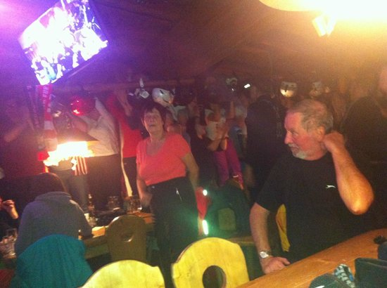 Nederhütte:                   'Table Dancing'