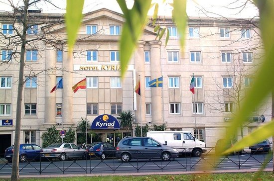 Kyriad Montpellier Centre - Antigone: Facade de l'hotel