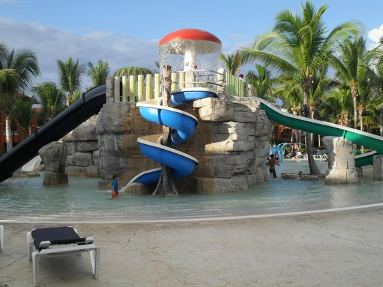 Barcelo Maya Caribe:                   swimming pool for children