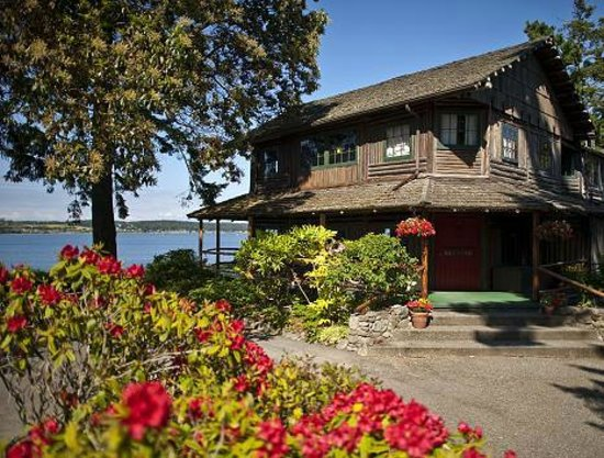 The Captain Whidbey Inn: Entryway to the main 106-year-old historic Inn.