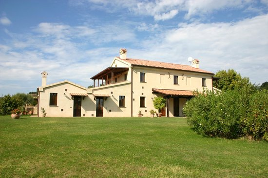 Agriturismo San Martino: Relax in campagna a 5 km dal mare