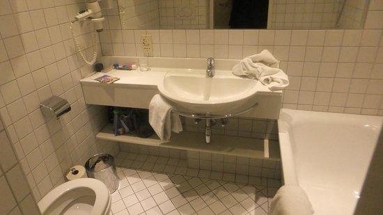 Hotel Royal:                   Banheiro do quarto