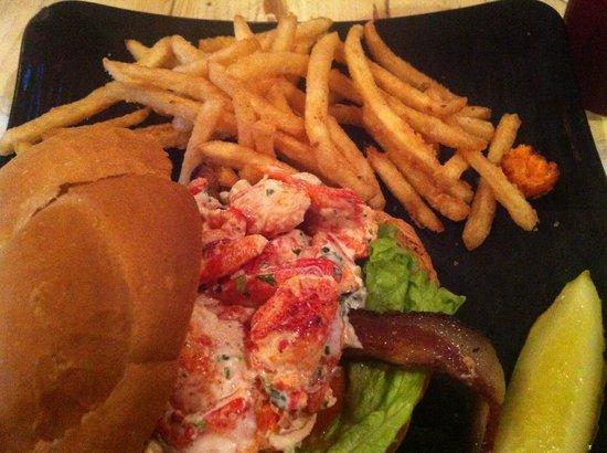 O'Maddy's Bar & Grille:                   crab hamburguer                 