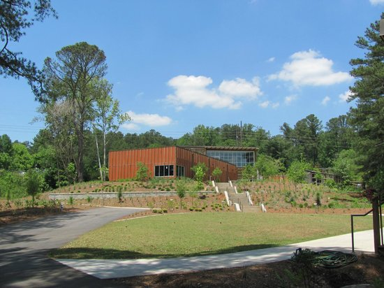 Chattahoochee Nature Center :                   Looking back at the Discovery Center from the paths.