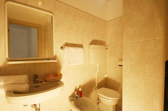 Hotel London: bagno camera  classic