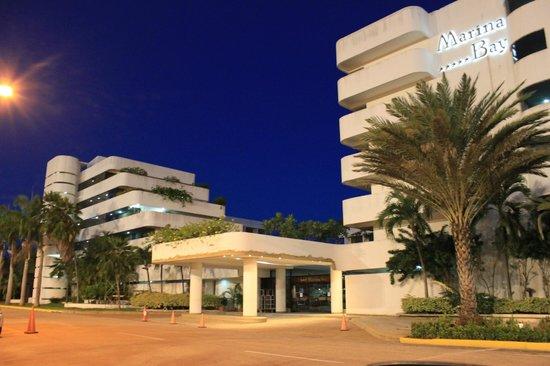 Marina Bay Hotel & Casino :                   Hotel
