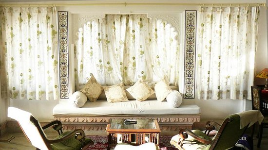Raj Niwas Hotel:                                     The maharaja suite