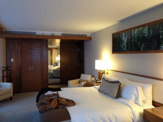 Fairmont Pacific Rim: room