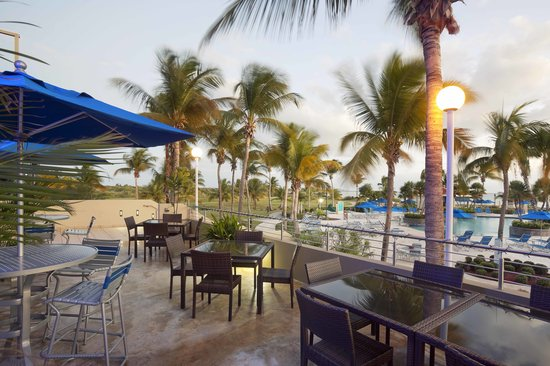 Hilton Ponce Golf & Casino Resort: Golf Clubhouse Sushi Bar Terrace