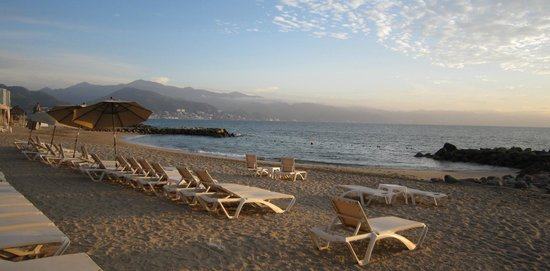 The Westin Resort & Spa, Puerto Vallarta: Great beach setting - not very busy in late January.