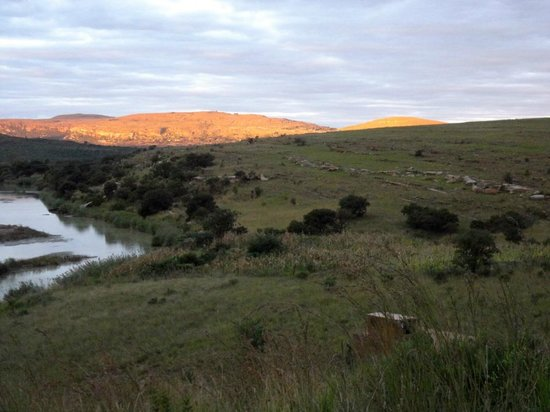 Rorke's Drift Hotel: Setting sun illuminating the distant hills