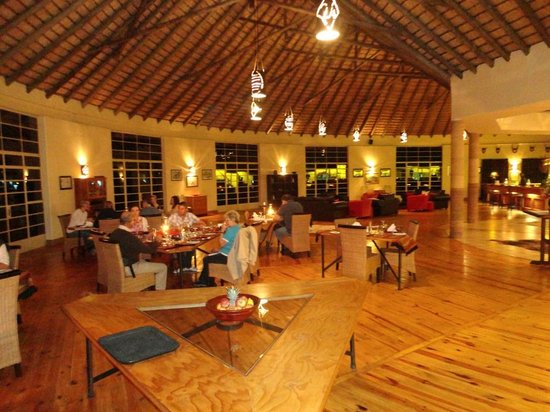 Rorke's Drift Hotel: Dining room and bar.