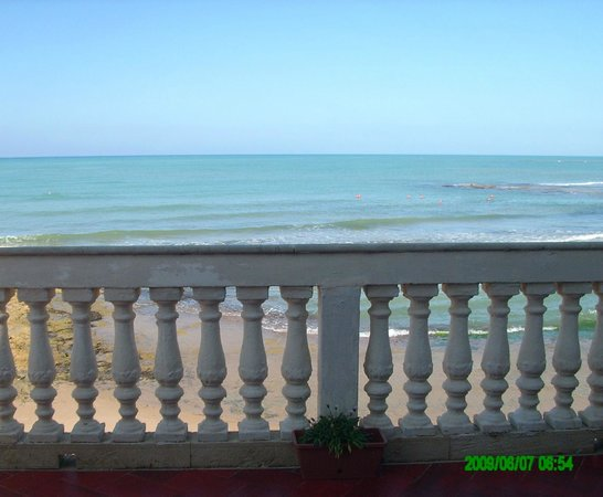 Punta Secca, İtalya: un balcone sul mare - a balcony on the sea