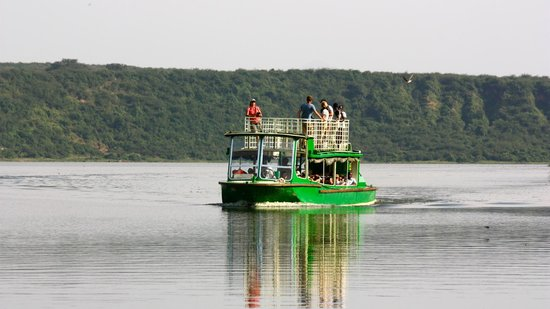 Kyambura Gorge Lodge:                   boat trip in the Kazinga channel