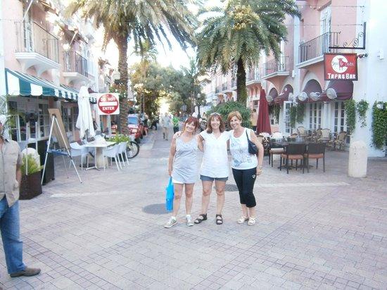 El Paseo Hotel:                   Esquina del edificio en Española Way y Drexler