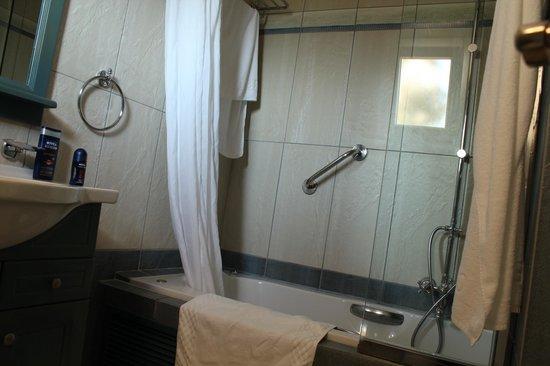 Delfino Blu Boutique Hotel:                   la baignoire
