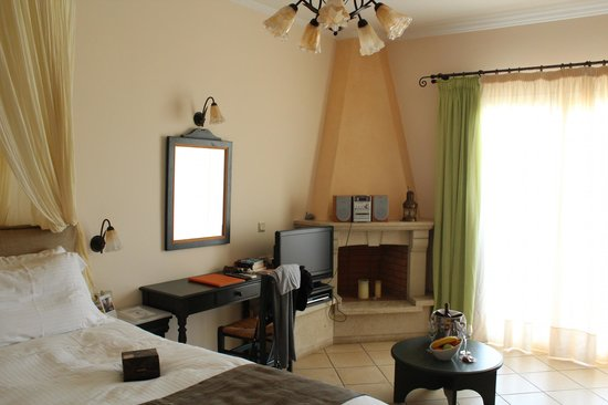 Delfino Blu Boutique Hotel:                   La chambre avec l'ordinateur portable mis à disposition par l'hôtel
