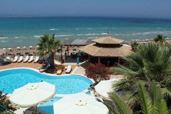 Delfino Blu Boutique Hotel:                   Vue du balcon sur la mer et la piscine