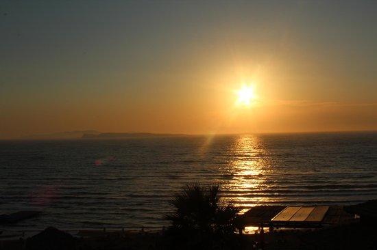 Delfino Blu Boutique Hotel:                   Soleil couchant depuis le balcon                 