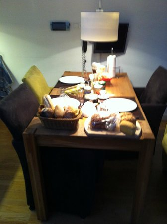 Bed & Breakfast Adriaen van Ostade:                   Breakfast