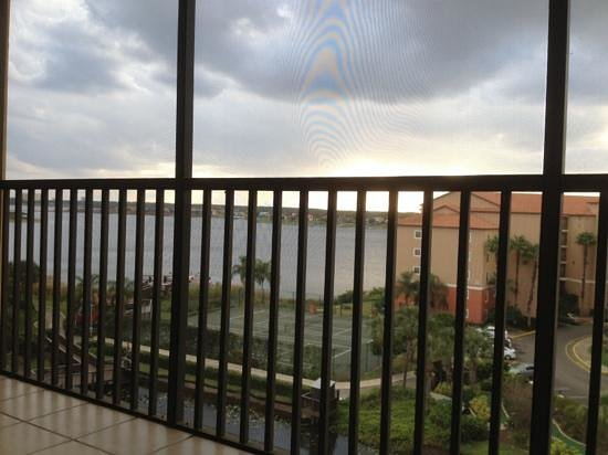 Westgate Lakes Resort & Spa: view from patio overlooking lake